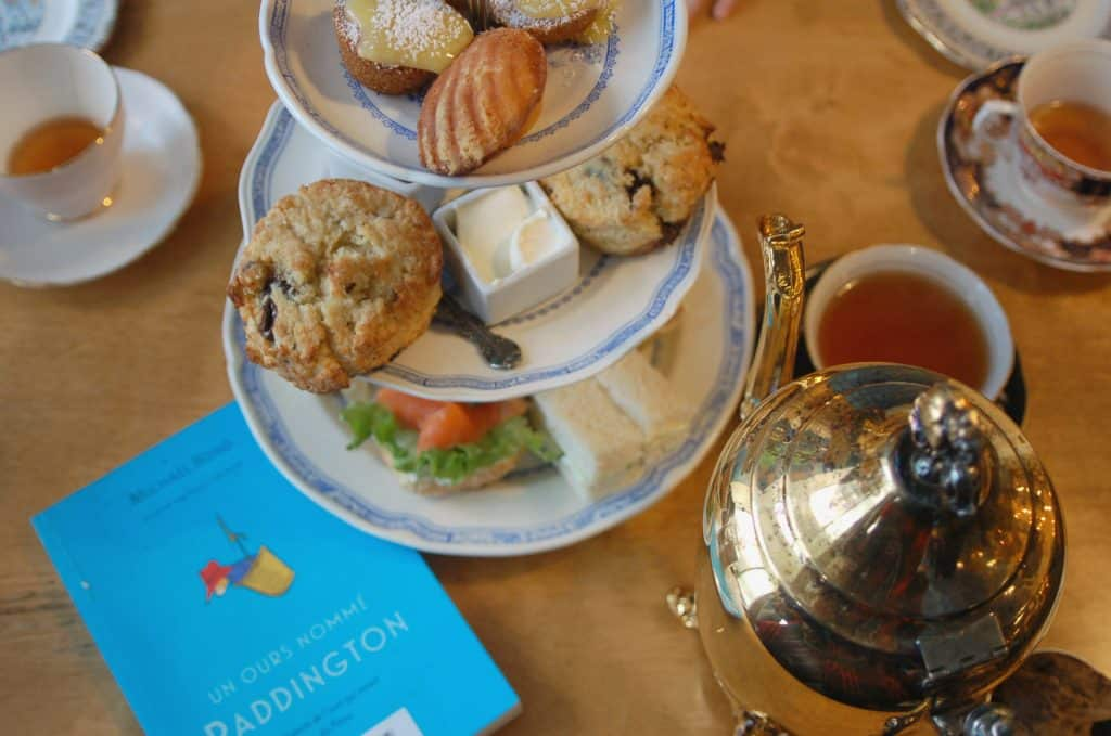 Ours Padington - tea time au salon de thé