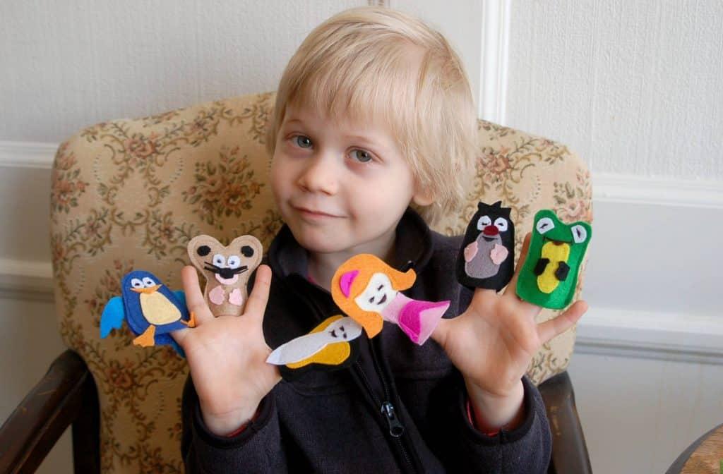 Poucette Tommelise marionnettes a doigt Copyright crapaud-chameau.com